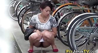Asian pisses in alleyway